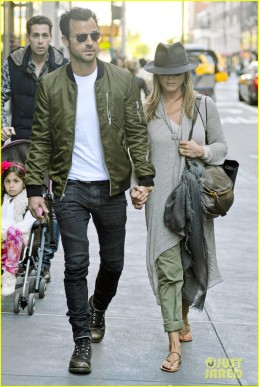 96247, NEW YOE=RK, NEW YORK - Sunday May 12, 2013. Jennifer Aniston and Justin Theroux seen walking back on Madison Avenue after shopping at Barney's and dining at Fred's Restraunt in New York City. Photograph: © PacificCoastNews.com **FEE MUST BE AGREED PRIOR TO USAGE** **E-TABLET/IPAD & MOBILE PHONE APP PUBLISHING REQUIRES ADDITIONAL FEES** LOS ANGELES OFFICE: +1 310 822 0419 LONDON OFFICE: +44 20 8090 4079